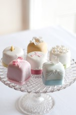 A Feast for Your Eyes: Oh So Pretty Wedding Cakes & Cookies