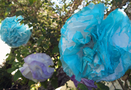 dip dyed paper pom pom DIY tutorial
