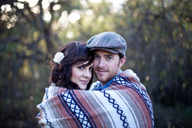 Engagement shoot in the woods, blanket and coffee | Bridal Musings (24)