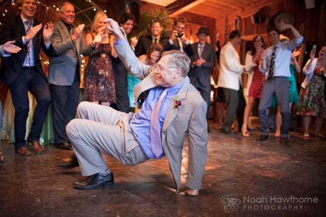 dad-dancing-at-wedding