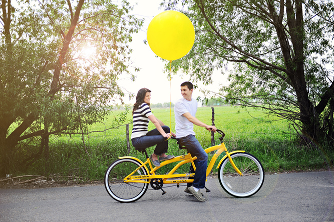 Yellow Tandem Bicycle Engagement Shoot | Fauset Photography via Bridal Musings (11)