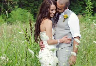 A Charming Yellow & Grey Riverboat Wedding