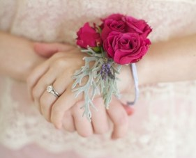 How To Make A Pretty Floral Bracelet / Wrist Corsage