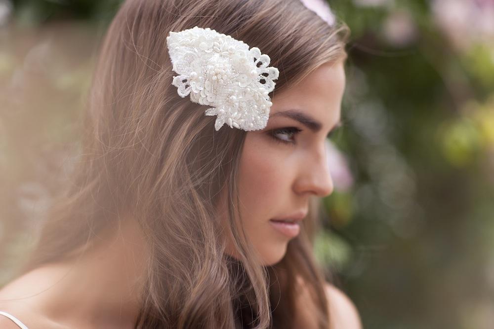 ELIZABETHA ivory pearl bead comb