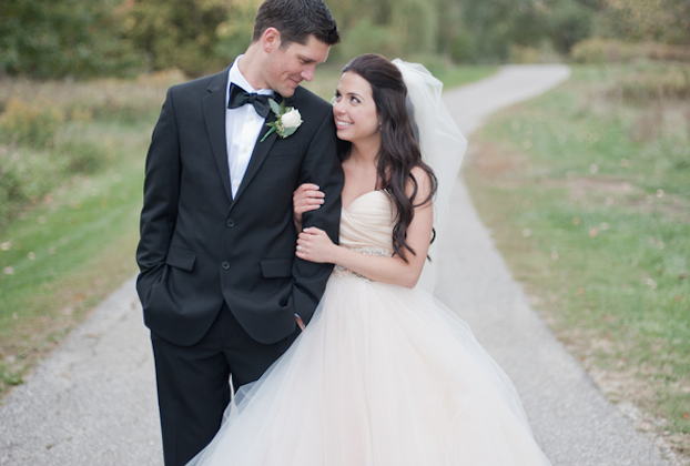 Fairytale Wedding in Michigan | Vicki Bartel Photography | Bridal Musings 19