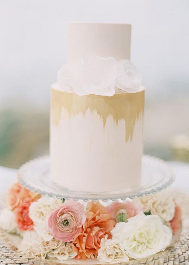metallic gold cake