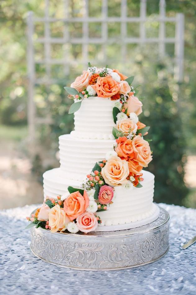 Buttercream Wedding Cakes | Ivory and Rose Cake Company | Bridal Musings Wedding Blog 3