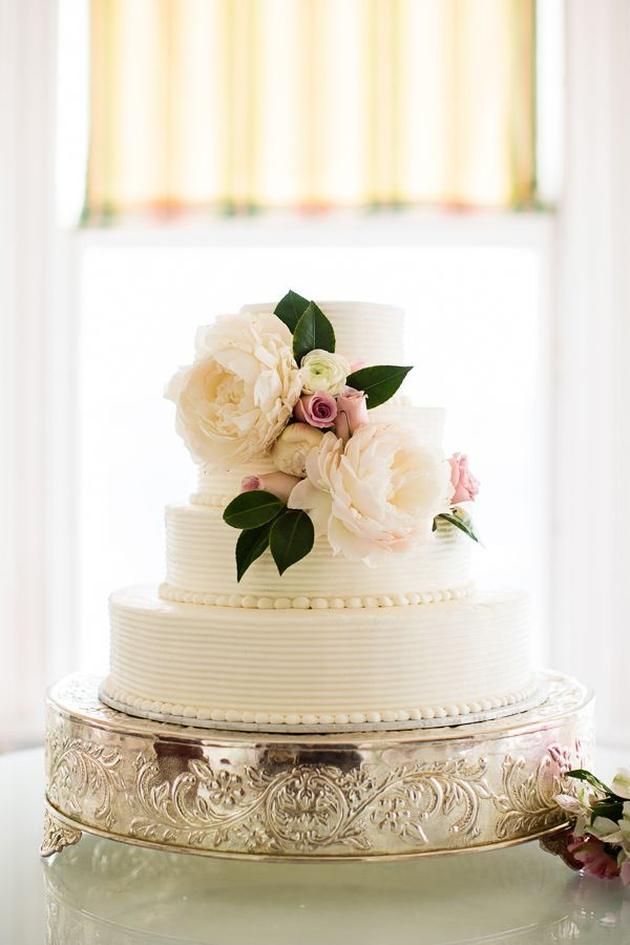 Buttercream Wedding Cakes | Ivory and Rose Cake Company | Bridal Musings Wedding Blog 7