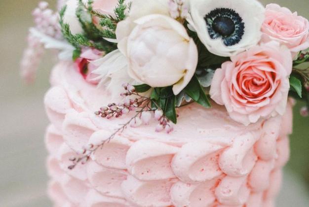 Soft-Colour4-2014-Wedding-Cake-Trends-Ivory-Rose-Cake-Co.-Bridal-Musings-Wedding-Blog-3-2014-Wedding-Cake-Trends-Ivory-Rose-Cake-Co.-Bridal-Musings-Wedding-Blog-3
