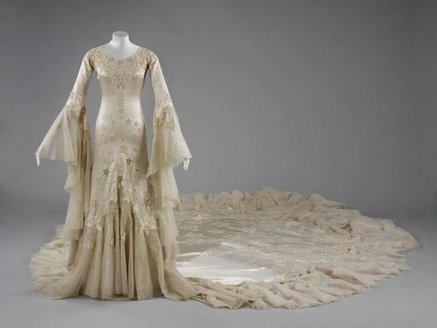 V a wedding dresses 1775 2014 bridal musings wedding blog for Starting a wedding dress business