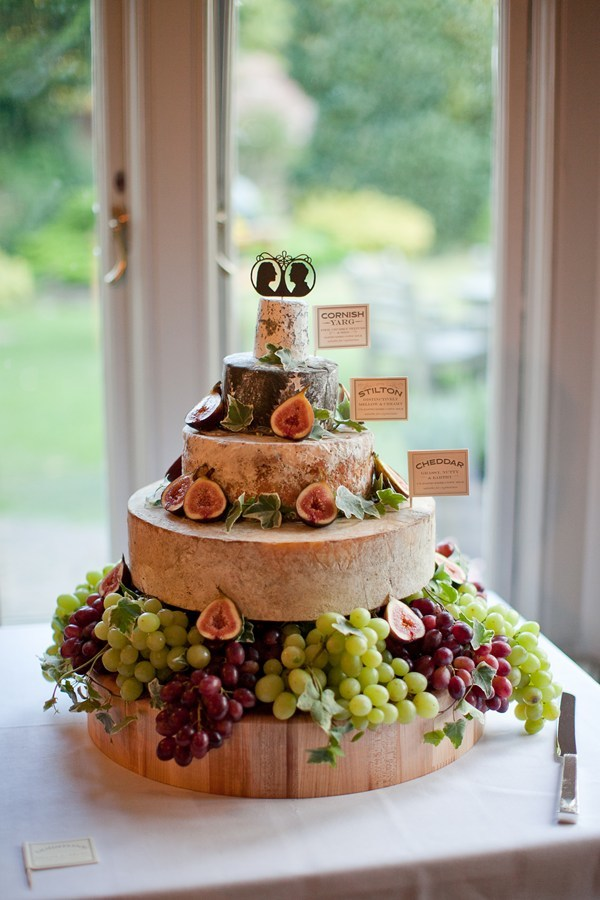 cheese wheel wedding cake how to cut 10 tips for a cheese wheel wedding cake bridal musings 12630