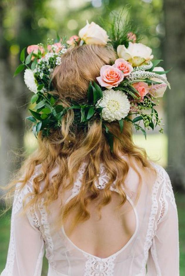 15 ideas for Fresh Flower Wedding Hair | Bridal Musings Wedding Blog 16