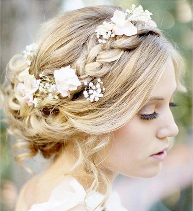 15 ideas for Fresh Flower Wedding Hair | Bridal Musings Wedding Blog 17