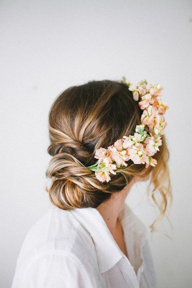 15 ideas for Fresh Flower Wedding Hair | Bridal Musings Wedding Blog 7