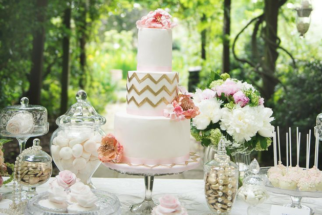 Desset-Table-2014-Wedding-Cake-Trends-Ivory-and-Rose-Cake-Company-Bridal-Musings-Wedding-Blog-4