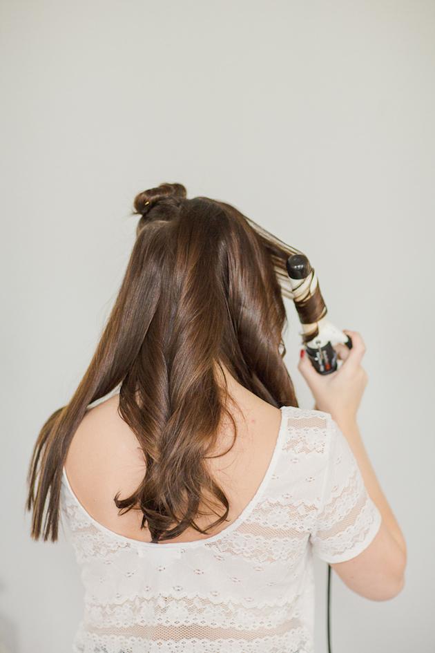 Gorgeously Simple Wavy Hair | Bridal Musings Wedding Blog 5