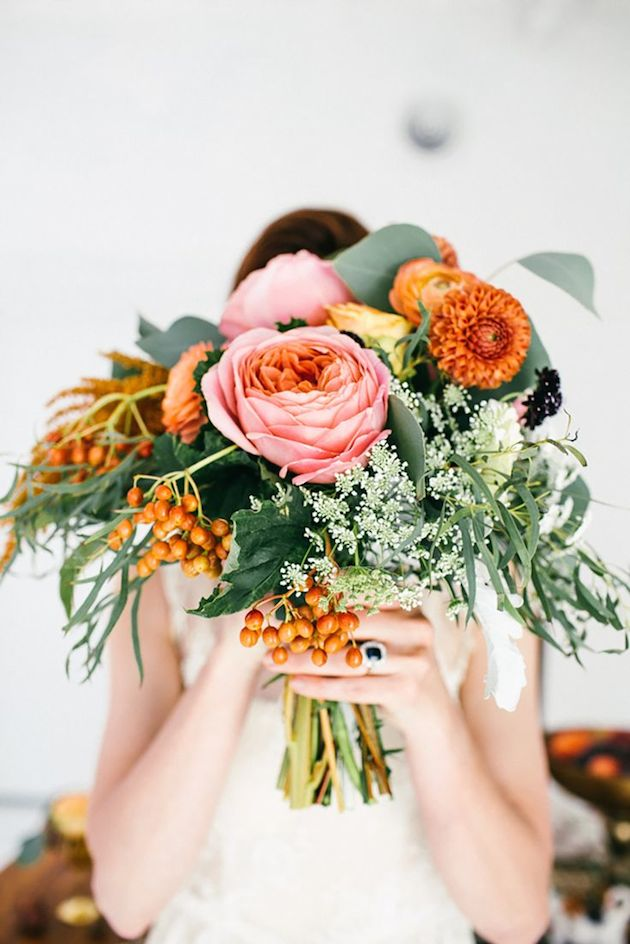25 Gorgeous Fall Bouquets for Autumn Weddings | Bridal Musings Wedding Blog 17