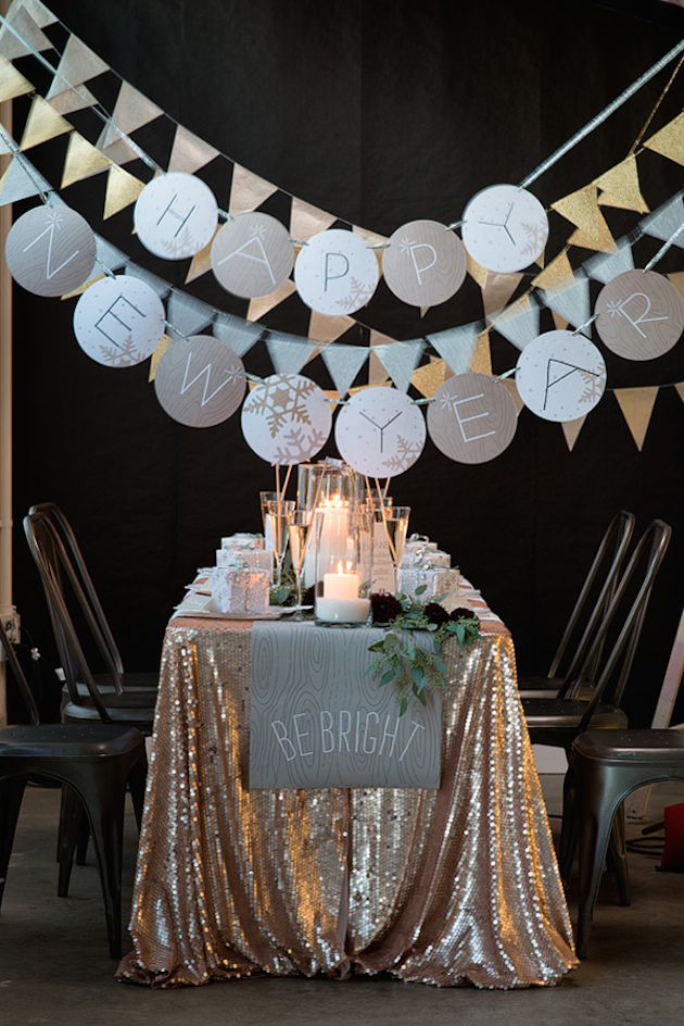 10 must haves for a new year 39 s eve wedding for Home decorations for new year