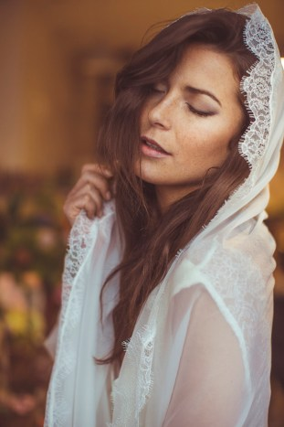 Bride with a Veil | Camille Marciano for Junophoto | Bridal Musings Wedding Blog 40