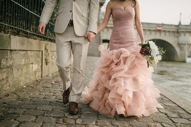 Bridal Photoshoot in Paris | Aberrazioni Cromatiche Studio | Bridal Musings Wedding Blog 16