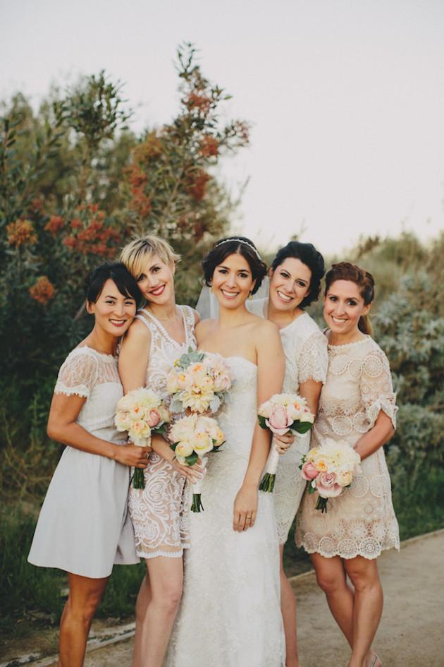 Madrinha de vestido branco casamento