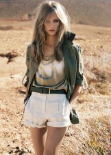 What To Wear On A Safari Honeymoon