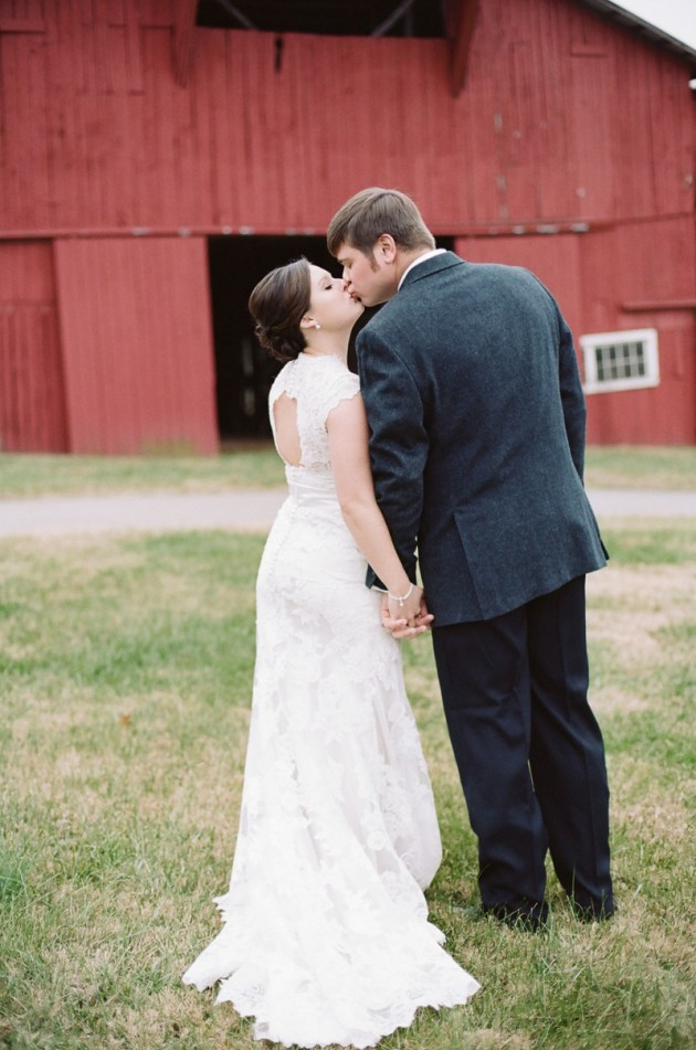 Rustic-Winter-Wedding-in-a-Barn-Jenna-Henderson-Photography-Bridal-Musings-Wedding-Blog-26-630x951