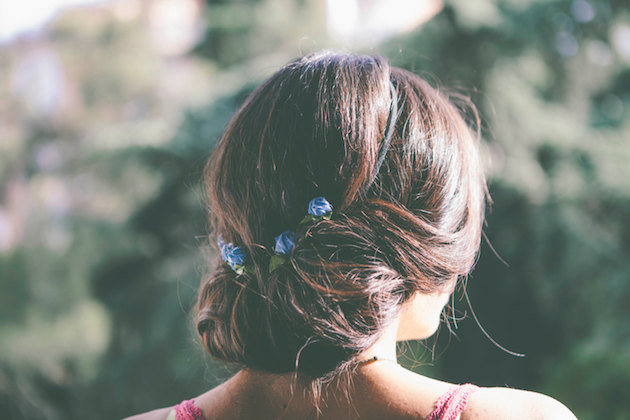 Mini Hair Clips | Wedding Hair Inspiration | Bridal Musings Wedding Blog 1