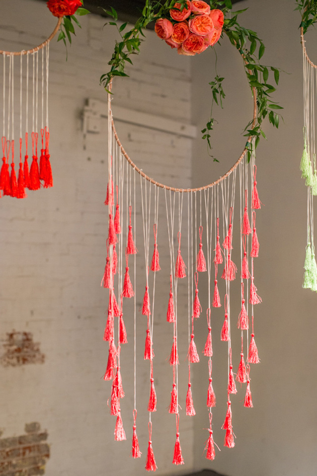 Bohemian wedding decor 20 ideas for a dreamcatcher wedding for Ideas for making dream catchers