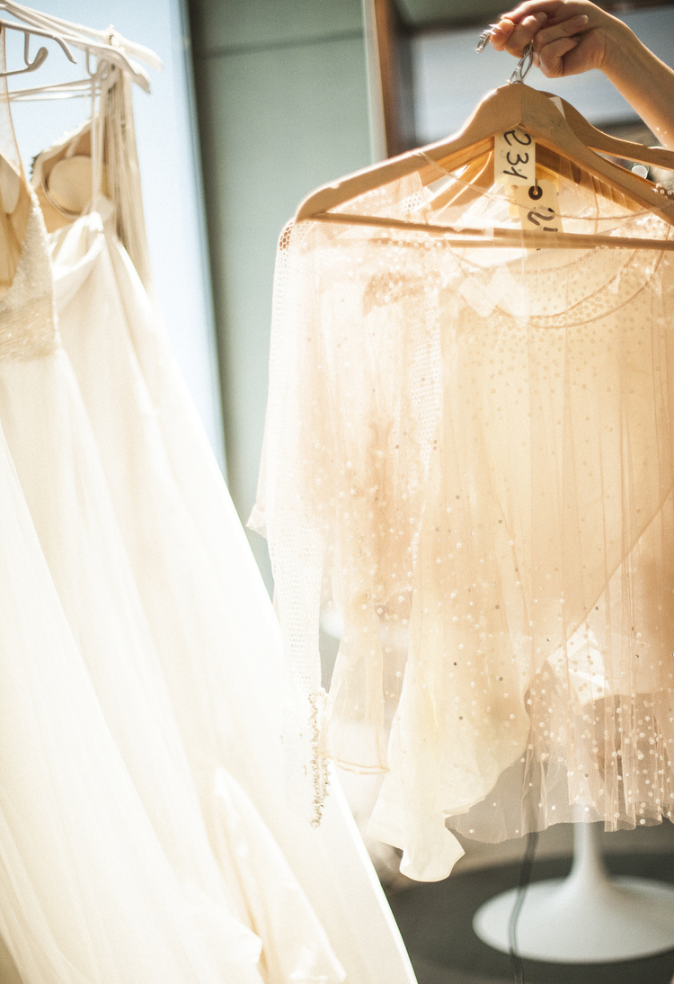 10 Tips For Wedding Dress Shopping At A Trunk Show Or Sample Sale ...