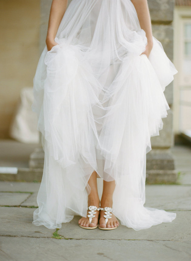 e8f3e05b5785 Shoes Glorious Shoes  Expert Tips For Choosing Your Wedding Shoes - Weddbook