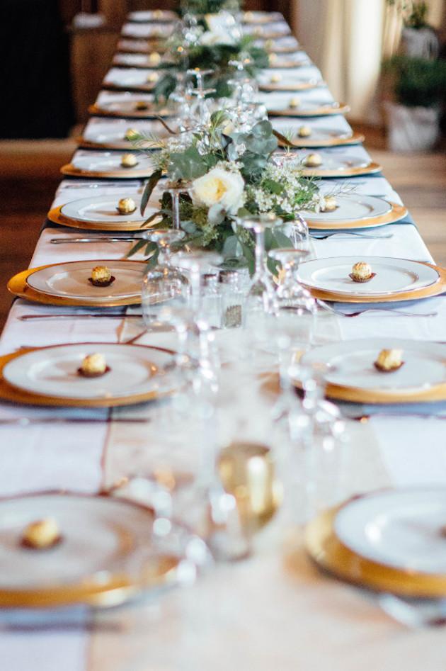под столом на свадьбе главную роль