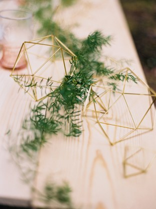 Cool Geometric Wedding Inspiration | Anniversary Shoot | Anna Peters Photography | Bixby + Pine | Bridal Musings Wedding Blog 3