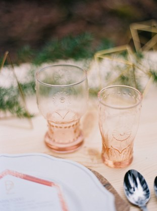 Cool Geometric Wedding Inspiration | Anniversary Shoot | Anna Peters Photography | Bixby + Pine | Bridal Musings Wedding Blog 6