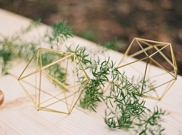 Cool Geometric Wedding Inspiration | Anniversary Shoot | Anna Peters Photography | Bixby + Pine | Bridal Musings Wedding Blog 7