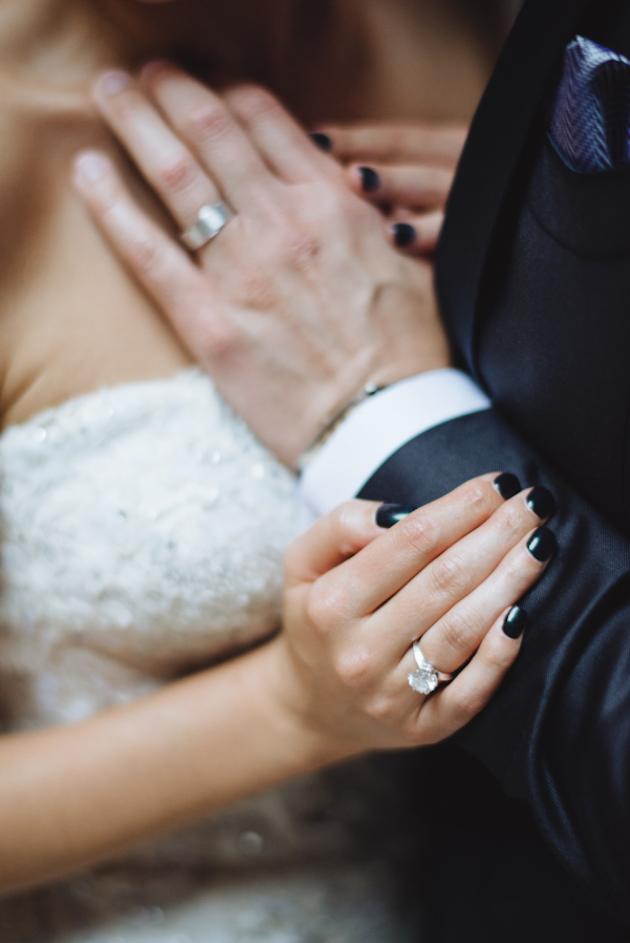 black-bridal-mani
