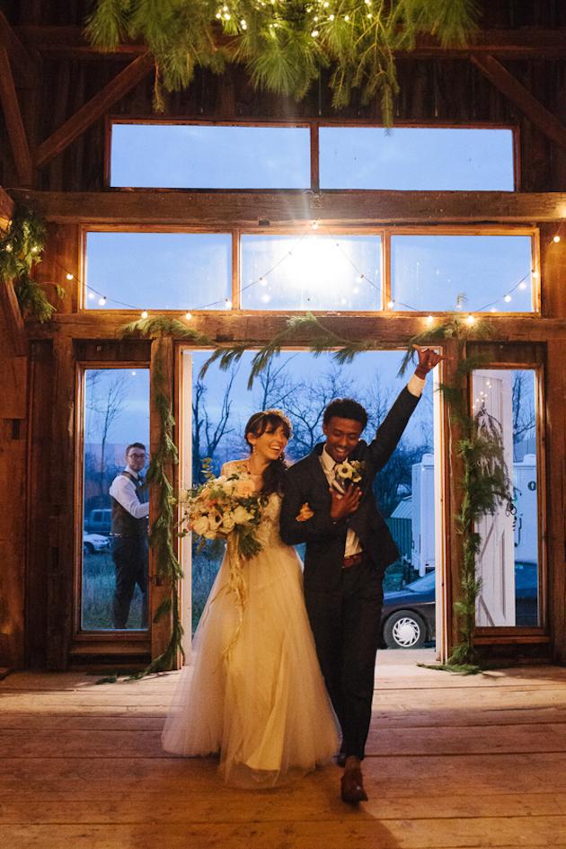 fairylit-barn-wedding-kasey-ivan-photography-mackey-photo-bridal-musings-wedding-blog-37