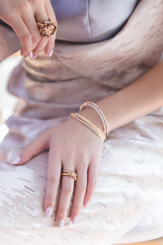 mixed-metallics-wedding-shoot-chen-sands-photography-the-wedding-scoop-bridal-musings-wedding-blog-17