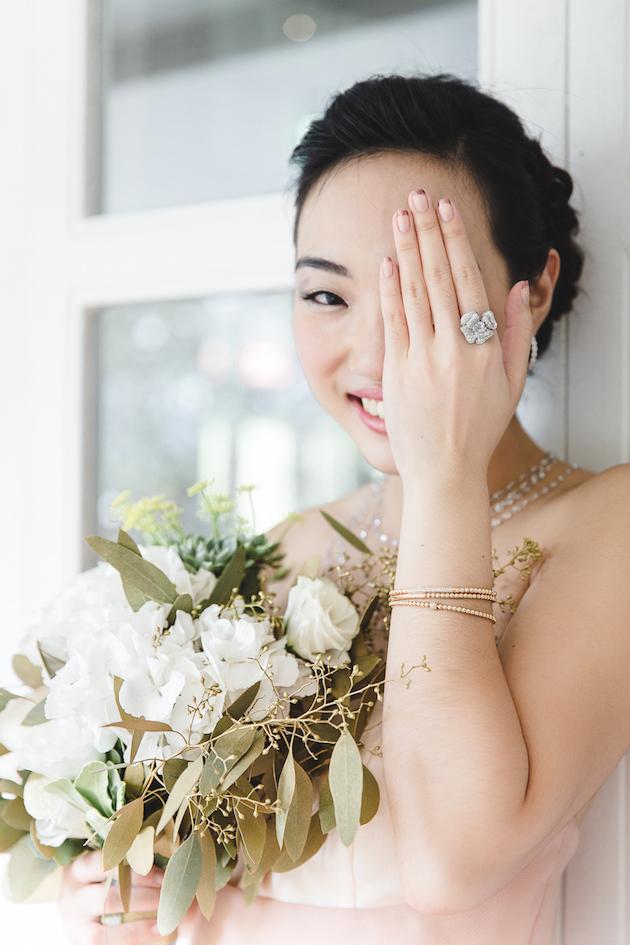 mixed-metallics-wedding-shoot-chen-sands-photography-the-wedding-scoop-bridal-musings-wedding-blog-6