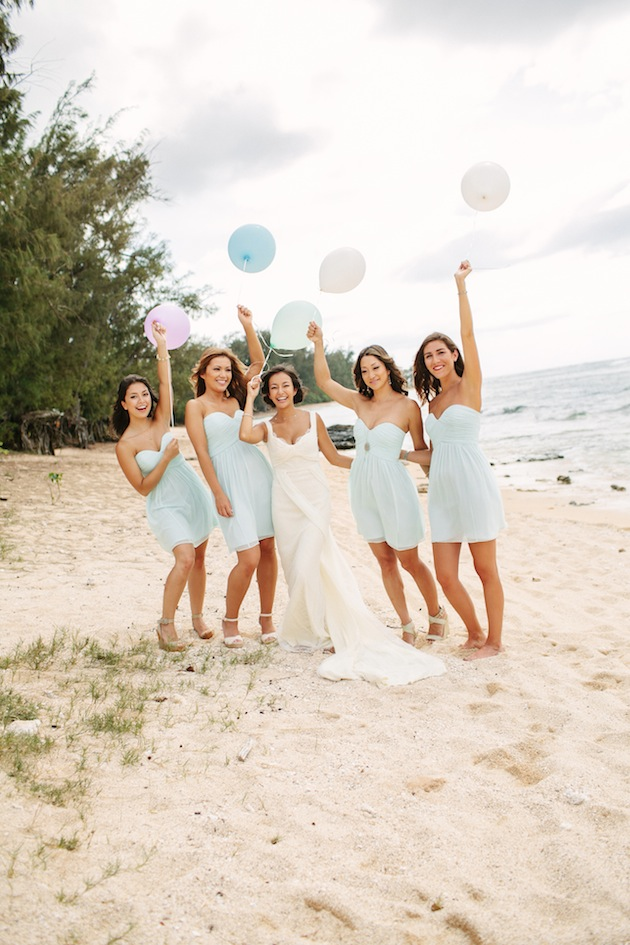 bridesmaids-holding-balloons