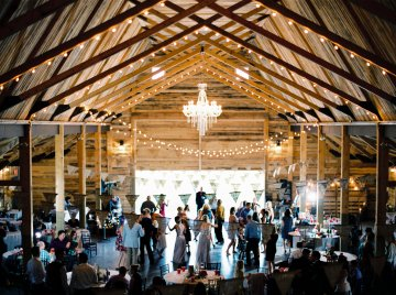 gorgeous-barn-wedding-by-milton-photography-21