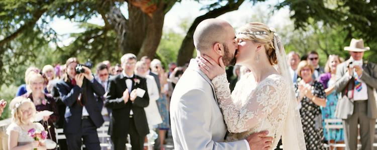real-wedding-kiss-1